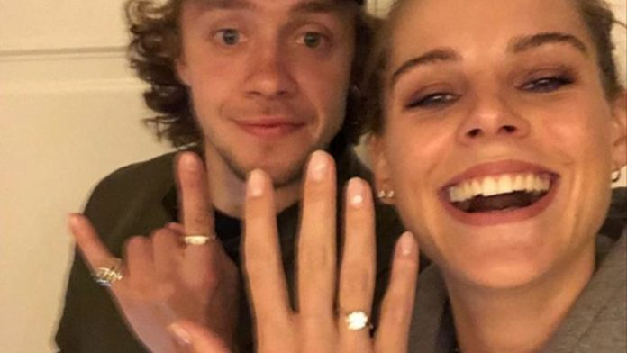 Panarin, model girlfriend share engagement picture on Instagram