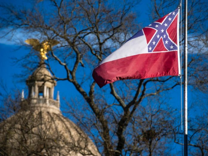 Mississippi lawmakers vote to remove the Confederate symbol from state flag
